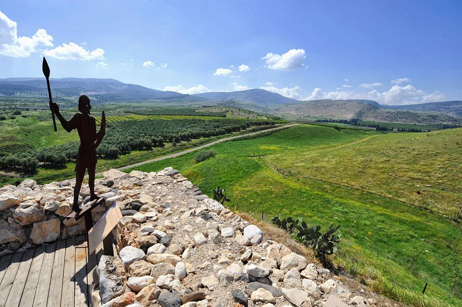 Das Tel Hazor aus der Zeit König Salomons hatte eine exponierte Lage in allen Richtungen. (© Matthias Hinrichsen)