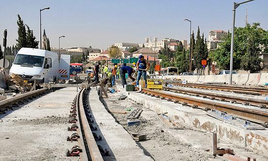 Die Fertigstellung scheint absehbar: Straßenbahn in Jerusalem. (© Matthias Hinrichsen)