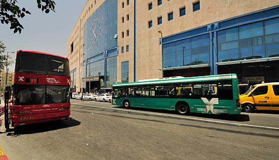 Buslinien Jerusalem: Zentraler Busbahnhof (Central Busstation) in Jerusalem. (© Matthias Hinrichsen)