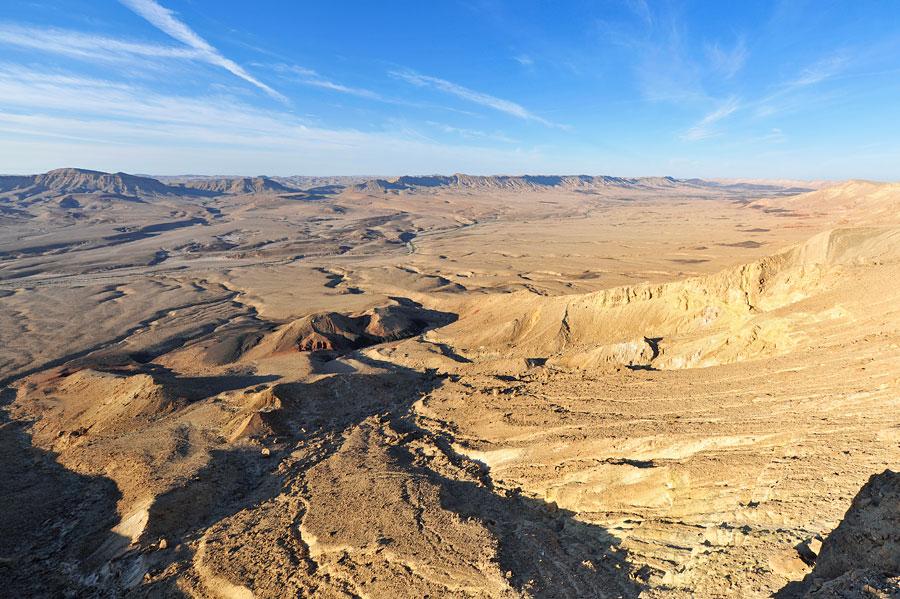 Der Ramon-Krater ist der größte Erosionskrater der Welt und liegt mitten im Negev. (© Matthias Hinrichsen)