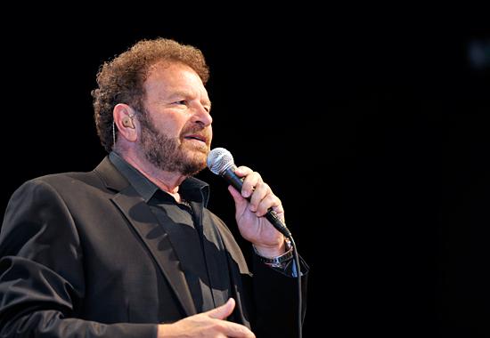 Der Tenor Dudu Fisher zog das Publikum in seinen Bann. (© IsraelMagazin)