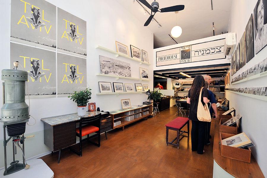 Der Verkaufsraum des Photohouse Pri-Or ist gleichzeitig auch ein kleines Museum. (© Matthias Hinrichsen)