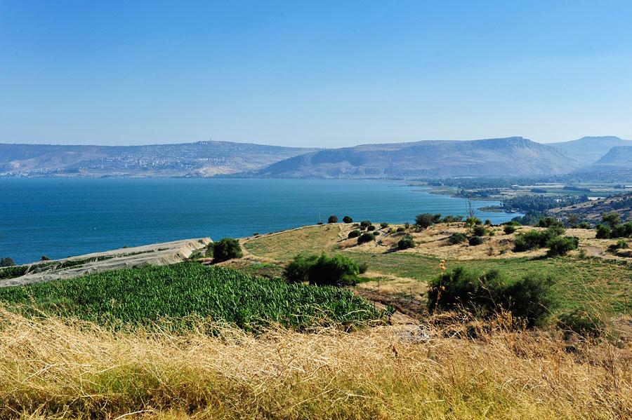 Vom Berg der Seligpreisungen hat man einen fantastischen Ausblick über den See Genezareth, Tiberias ist im Hintergrund zu erkennen. (© Matthias Hinrichsen)