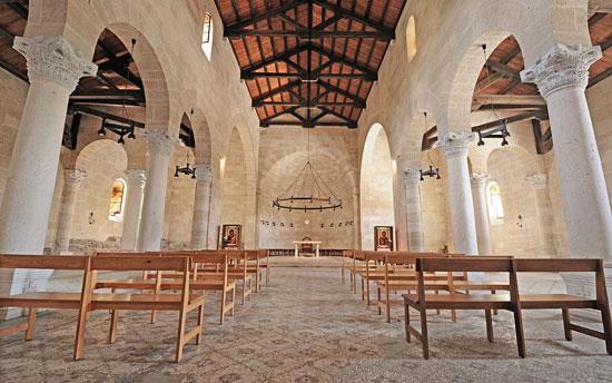 Kirchenraum der Brotvermehrungskirche in Tabgha. (© Matthias Hinrichsen)