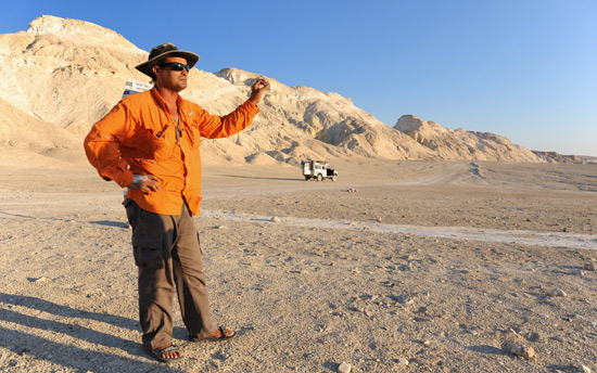 Ali stammt aus einer Beduinenfamilie, er verdient sein Geld mit Jeep-Touren in die Wüste und verrät Besuchern dessen Geheimnisse. (© IsraelMagazin/Matthias Hinrichsen)