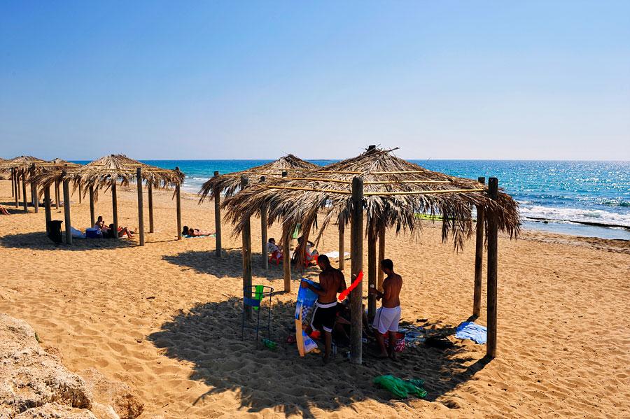 Ganz im Norden Israels liegt der Bezet Beach kurz vor Rosh Hanikra - Erholung pur!  (© Matthias Hinrichsen)