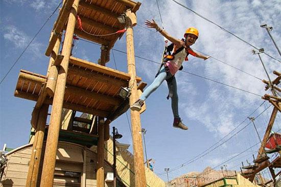 Gegen eine kleine zusatzgebühr dürfen sich Wagemutige auch von einem 15 Meter hohen Turm stürzen. (© Rope Park Eilat)