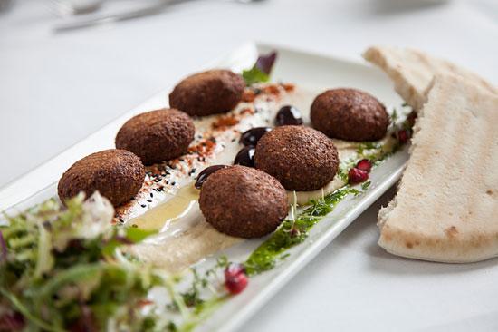 """Liebhaber von Falafel und Humus kommen auch auf ihre Kosten.  (© Restaurant """"Einstein"""")"""