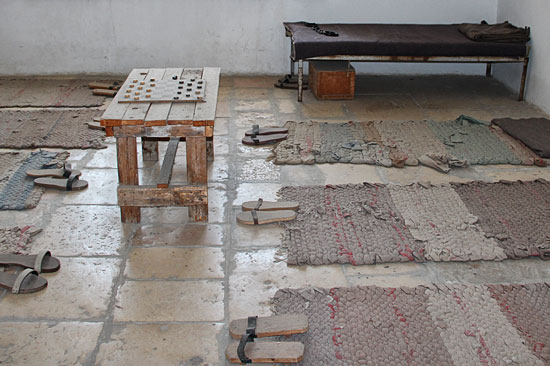 Die Zellen wurden so hergerichtet, dass man einen Eindruck vermittelt bekommt, wie sie damals auch ausgestattet waren. (© Bastian Glumm)