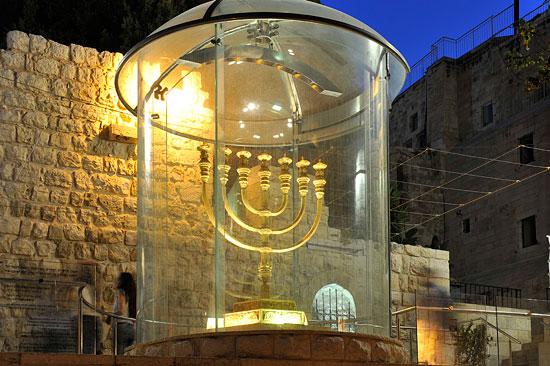 Der Menora im Jüdischen Tempel nach empfundener Leuchter. (© Matthias Hinrichsen)
