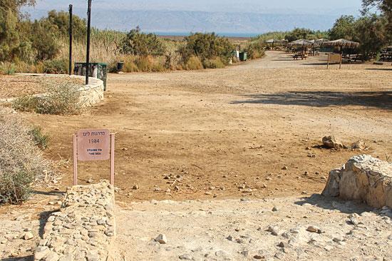 Der Wasserspiegel des Toten Meeres sank zuletzt jährlich um einen Meter. 1984 konnte man hier bei Einot Tzukim noch ins Wasser gehen. (© Bastian Glumm)