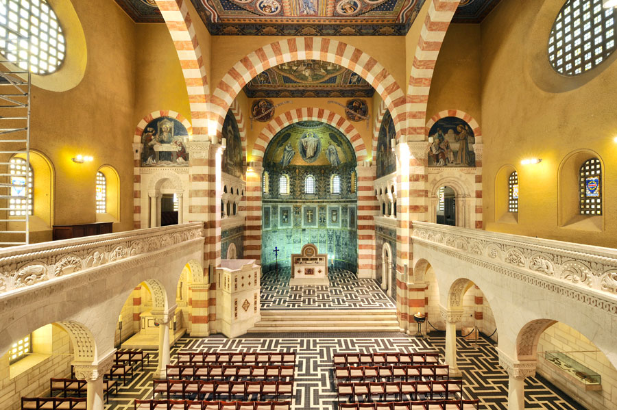 Himmelfahrtkirche in Jerusalem: Blick auf den Altarraum. (© Matthias Hinrichsen)