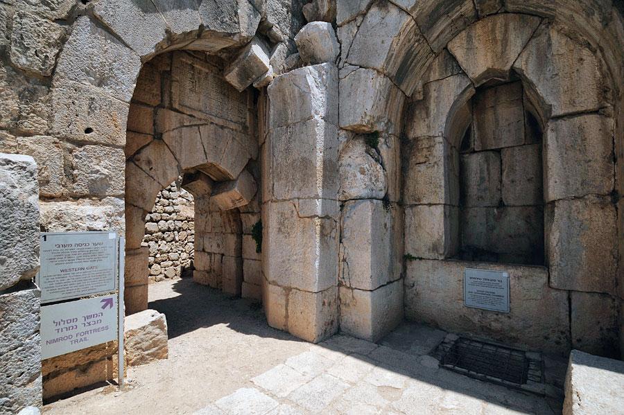 Zugang zum Westtor der Festung Nimrod. (© Matthias Hinrichsen)