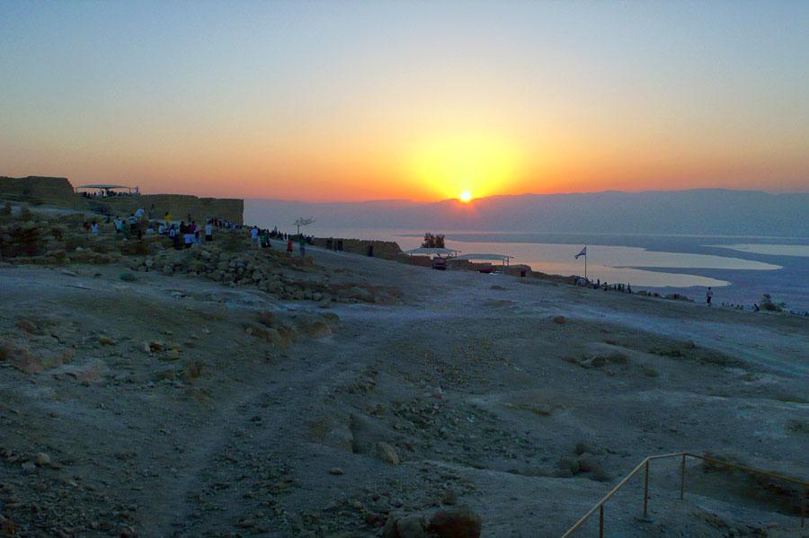 5 Uhr morgens auf Masada, der Blick gen Osten über das Tote Meer. (© Matthias Hinrichsen)