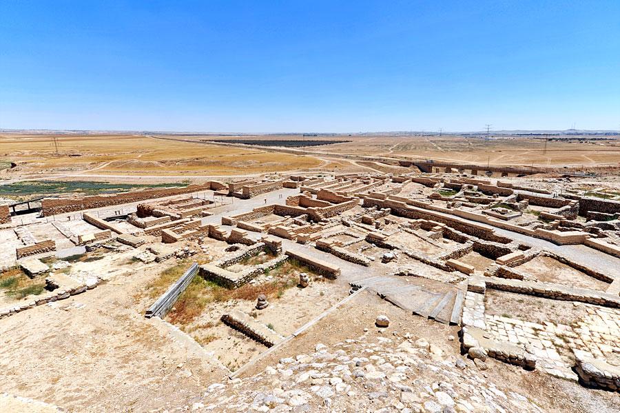 Auf den ersten Blick scheint das Tel Be'er Sheva nur eine Ansammlung von Mauerresten zu sein.  (© Matthias Hinrichsen)