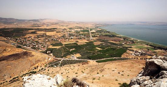 Von den Klippen zu Arbel erwartet Sie ein fantastischer Ausblick über Galiläa und den See Genezareth. (© Matthias Hinrichsen)