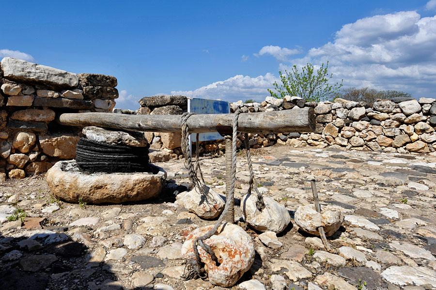 Historische Ölivenölpresse in Tel Hazor. (© Matthias Hinrichsen)