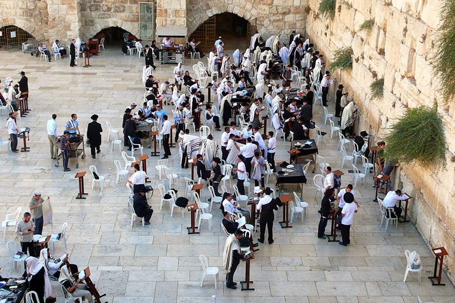 Der Platz vor der Mauer ist ebenfalls Synagoge. (© Matthias Hinrichsen)