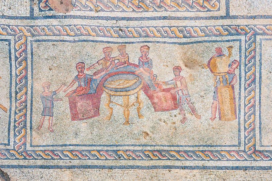 Gesellschaftsdarstellungen waren ein Bereich der farbenfrohen Mosaike. (© Matthias Hinrichsen)