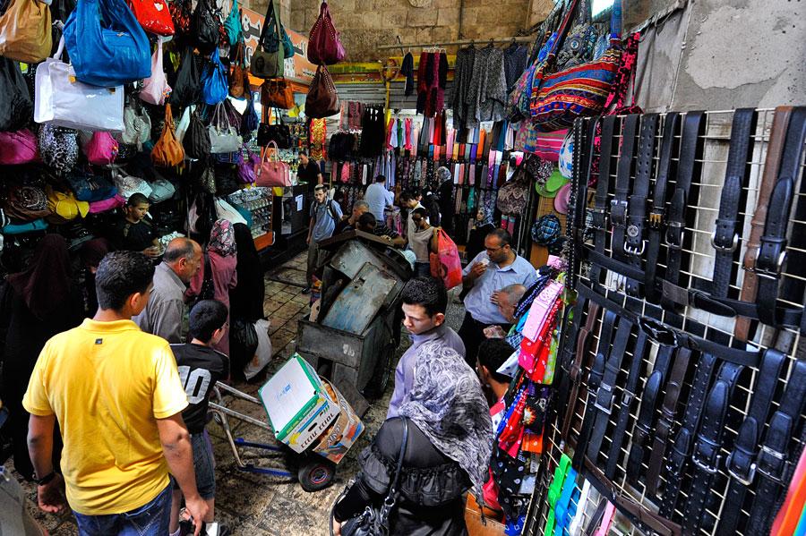 Damaskustor im muslimischen Altstadtviertel Jerusalems