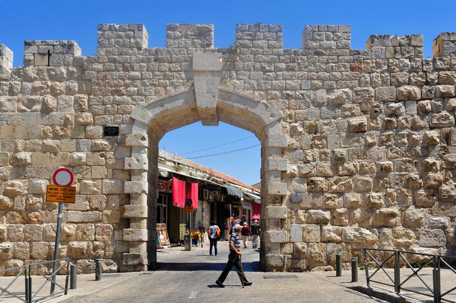 Das jüngste aller acht Tore, die heute in die Jerusalemer Altstadt führen: Neues Tor. (© Matthias Hinrichsen)