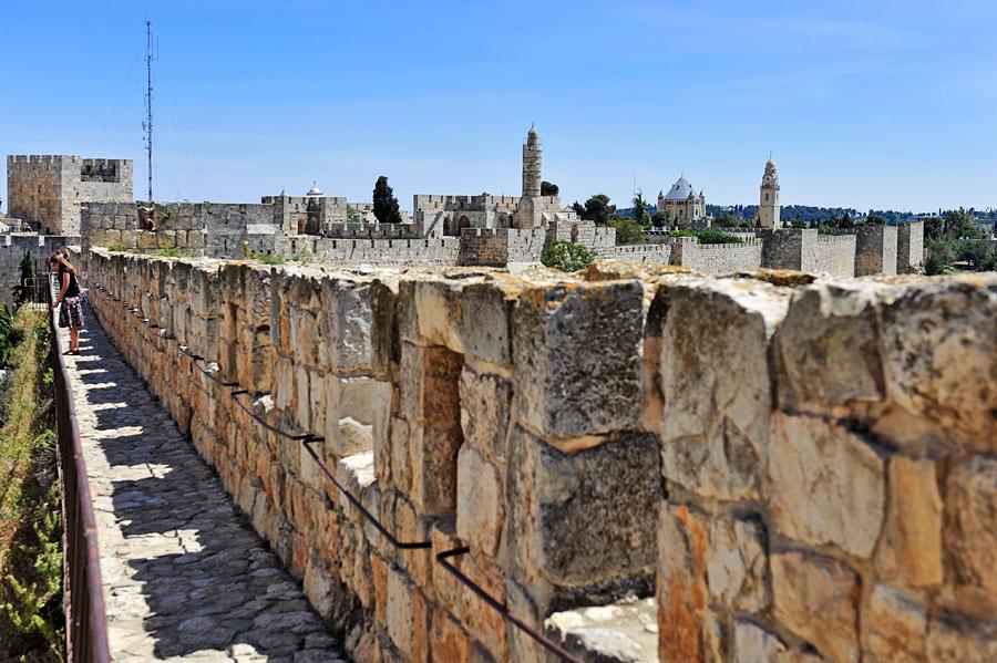 Jaffator und Dormitio-Abtei von der Stadtmauer