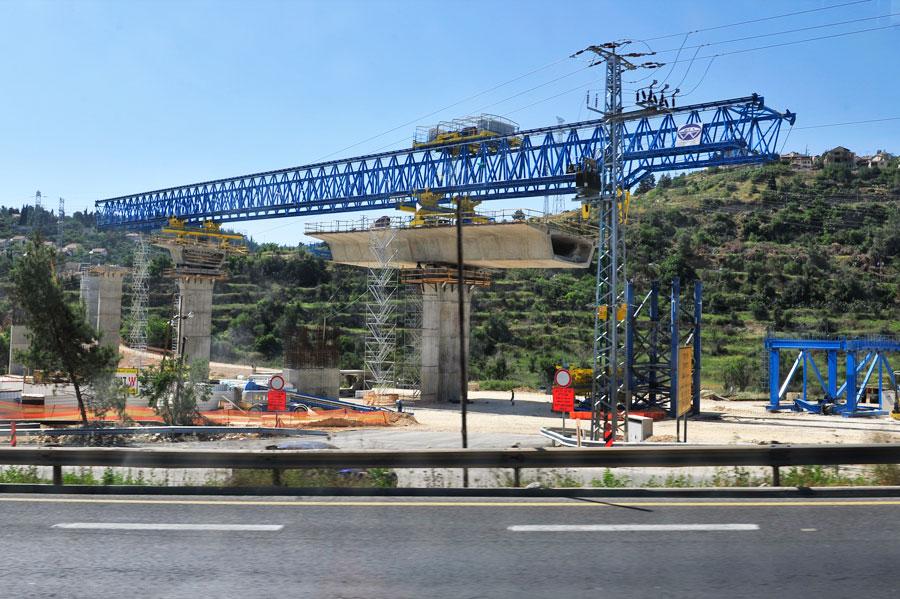 Bau einer Eisenbahn-Brücke vor Jerusalem. (© Matthias Hinrichsen)