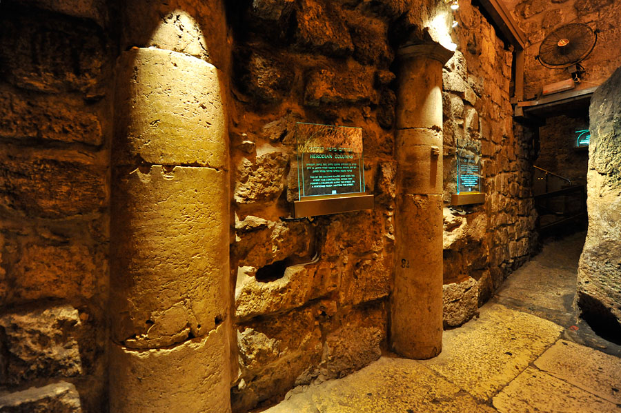 Säulen aus herodianischer im Klagemauer-Tunnel