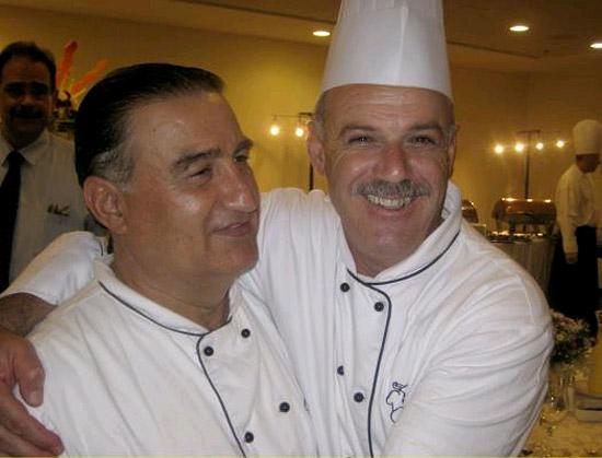 Ibrahim (re.) und Moshe (li.), Israeli und Palaestinenser. (Foto: ARD)