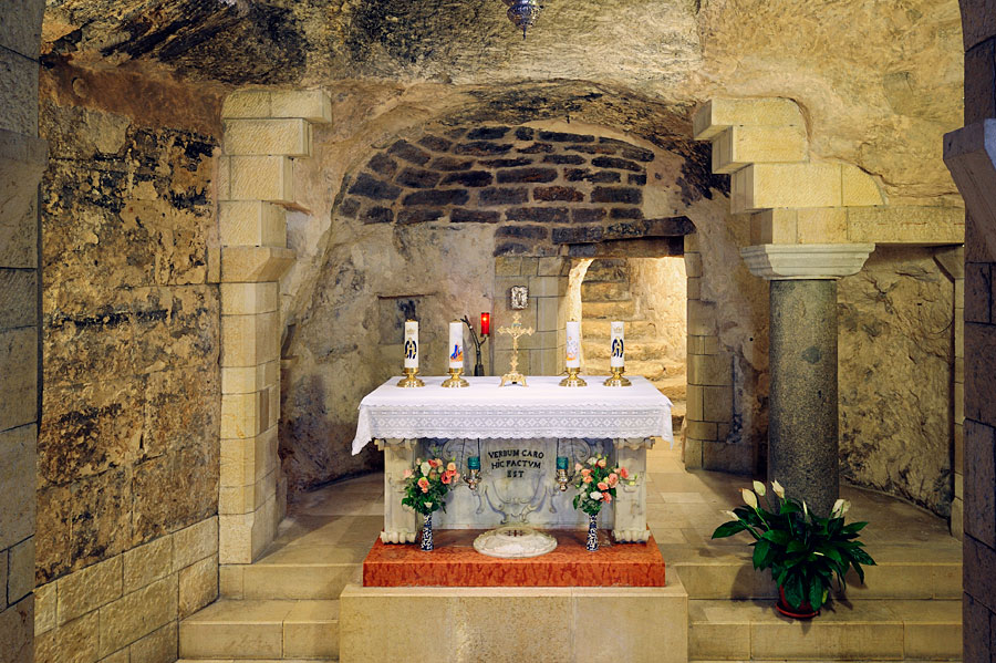 Grotte in der Verkündigungsbasilika Nazareth. (© Matthias Hinrichsen)