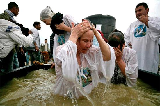 Besonders unter amerikanischen Pilgern beliebt: die Taufstelle im Jordan. (Foto: Israelisches Tourismusministerium)