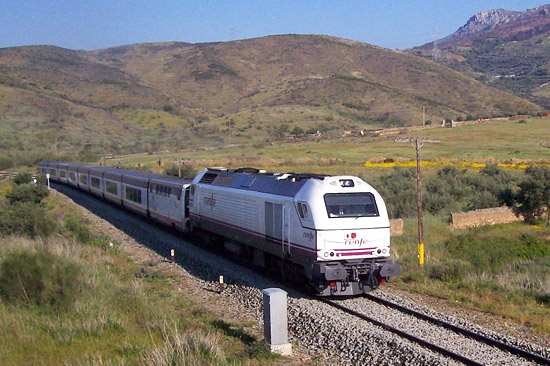 Vossloh-Lokomotive vom Typ Euro 3000 im Nahverkehrseinsatz bei der spanischen Eisenbahngesellschaft Renfe. (© Vossloh)