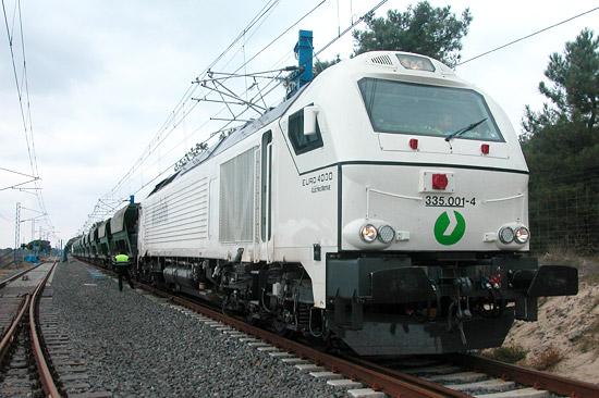 Die Vossloh Euro 4000 im Einsatz als schwere Güterzuglokomotive. (© Vossloh)