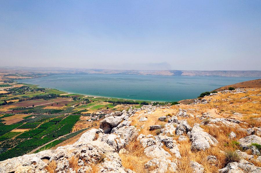 Der See Genezareth im nördlichen Bereich von den Arbelklippen aus gesehen. (© Matthias Hinrichsen)