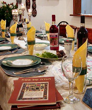 Der Sederabend mit dem Sedertisch ist der Auftakt zum Passahfest. (© Datafox/Wikipedia CC BY-SA 2.0)
