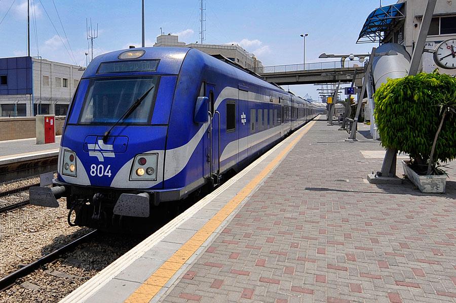 Zuggarnitur mit Siemens Viaggio im Bahnhof von Haifa. (© Matthias Hinrichsen)