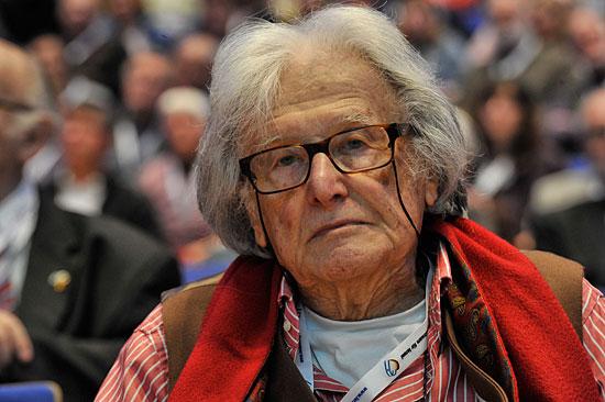"""Ralph Giordano erhält den ersten """"ILI"""", eine Auszeichnung für seine Verdienste um das jüdische Volk. (© Matthias Hinrichsen)"""