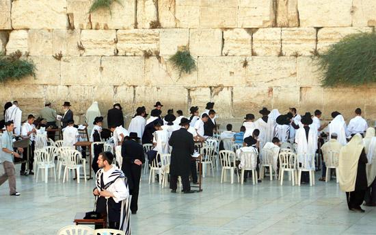 Die Klagemauer in Jerusalem muss wie alle anderen historischen Stätten regelmäßig gepflegt und instandgehalten werden. (© Matthias Hinrichsen)