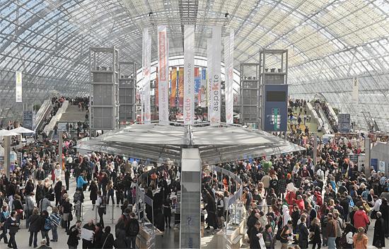 Mehr als 600 Verlage zeigen auf der Leipziger Buchmesse ihre Publikationen dem Publikum. (© Leipziger Buchmesse)