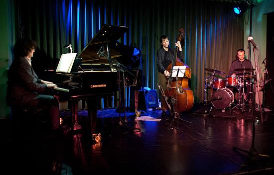 """Musikalisch umrahmt wird """"Shkoyach!"""" vom Max Doehlemann Jazz Trio. (© Gregor Zielke)"""