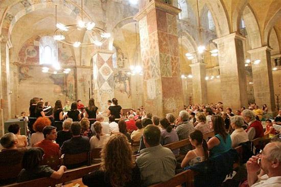 Konzerte in Abu Gosh zählen zu den erfolgreichen Kulturangeboten in Israel. (© Abu Gosh Festival)