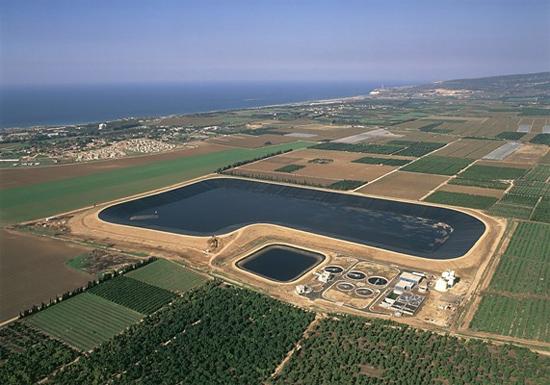 Das Reservoir HaKoren ist eins von 220 Großwasserspeichern, das Israel mit ausreichend Wasser versorgt. (© JNF-KKL)