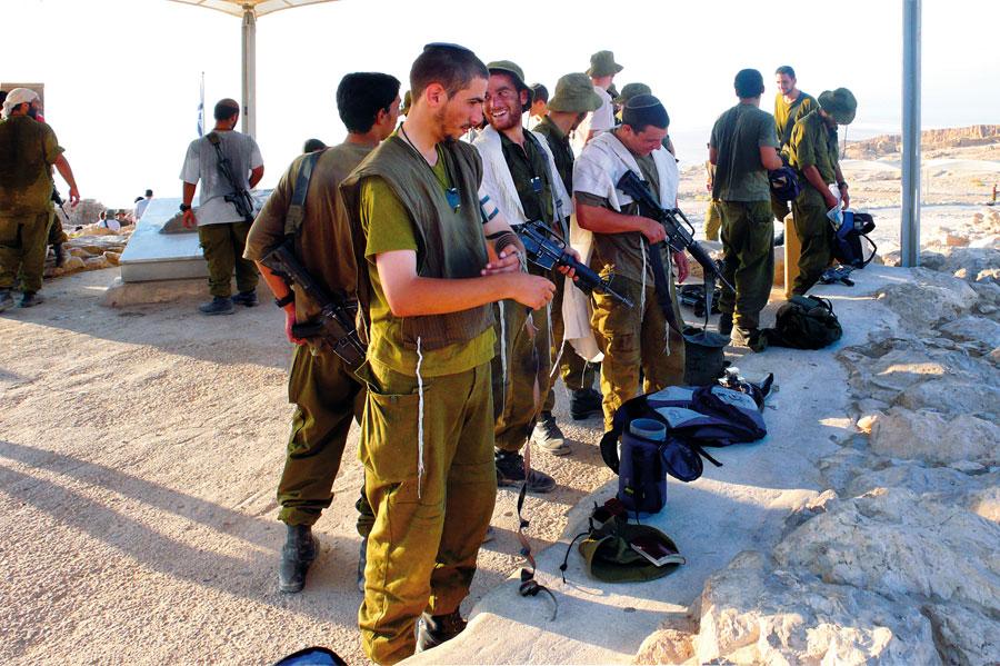 Israelische Soldaten auf Masada. (© Matthias Hinrichsen)