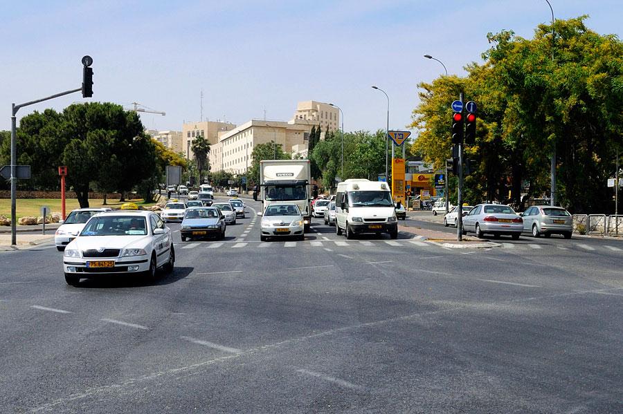 Straßenkreuzung Jerusalem Tankstelle