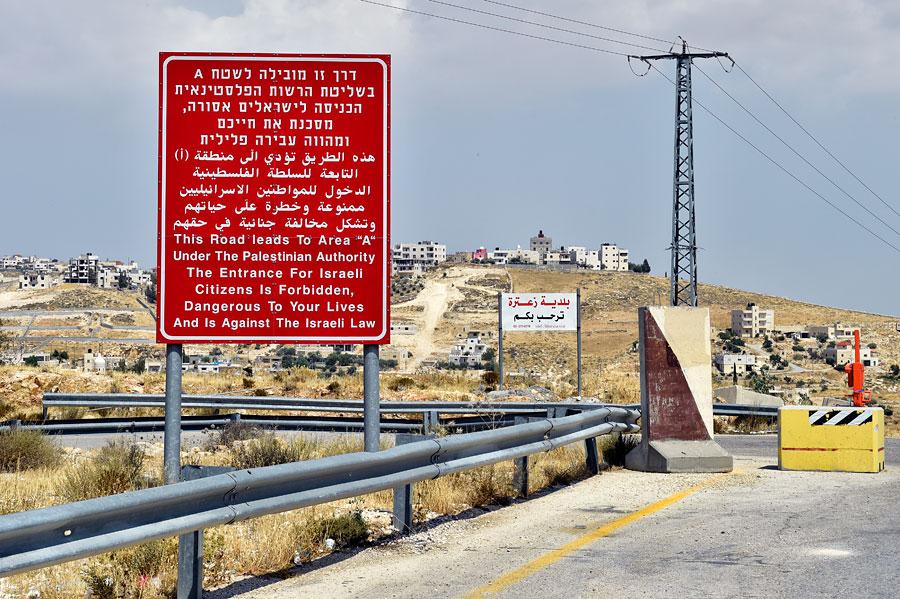 Warnschild an der Grenze zu den Palästinensischen Autonomiegebieten - nicht hineinfahren! (© Matthias Hinrichsen)