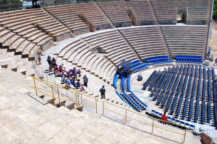 Das Amphitheater im historischen Caesarea wird auch noch heute für Open-Air-Veranstaltungen genutzt. (© Matthias Hinrichsen)