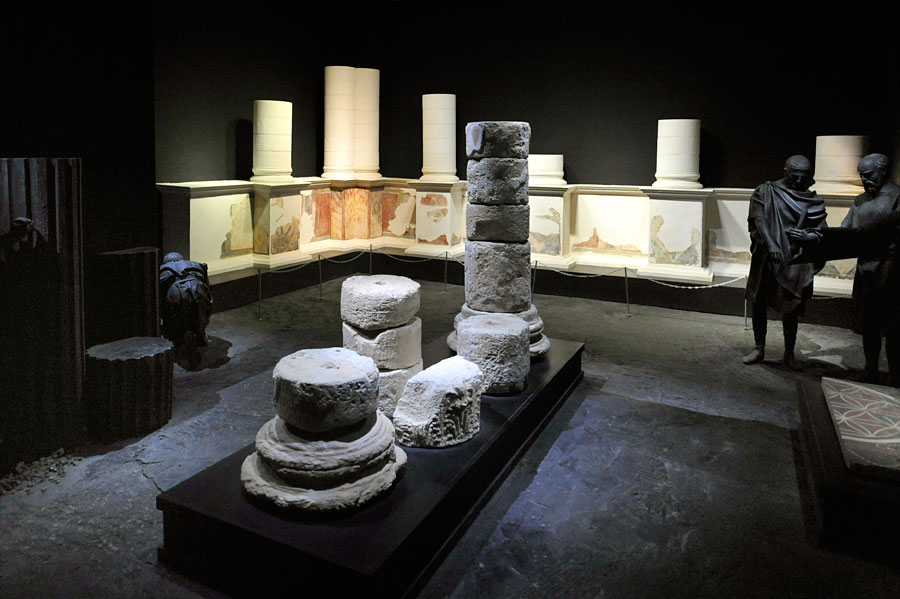 Die Funde im Masada Museum sind in eine realitätsnahe Umgebung eingebettet. (© Matthias Hinrichsen)
