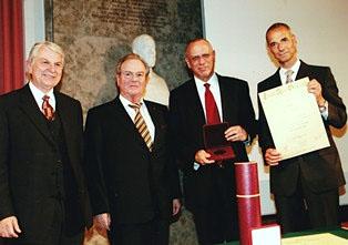 Prof. Dr. Hans-Joachim Grallert und Prof. Dr. Rolf Gartz (Vorstand der Eduard-Rhein-Stiftung), Dov Moran und der Laudator Prof. Dr. Michael Wolffson (© Universität der Bundeswehr, München)