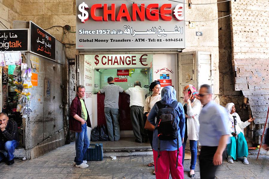 Geldwechselstube im Damaskustor, Jerusalem. (© Matthias Hinrichsen)