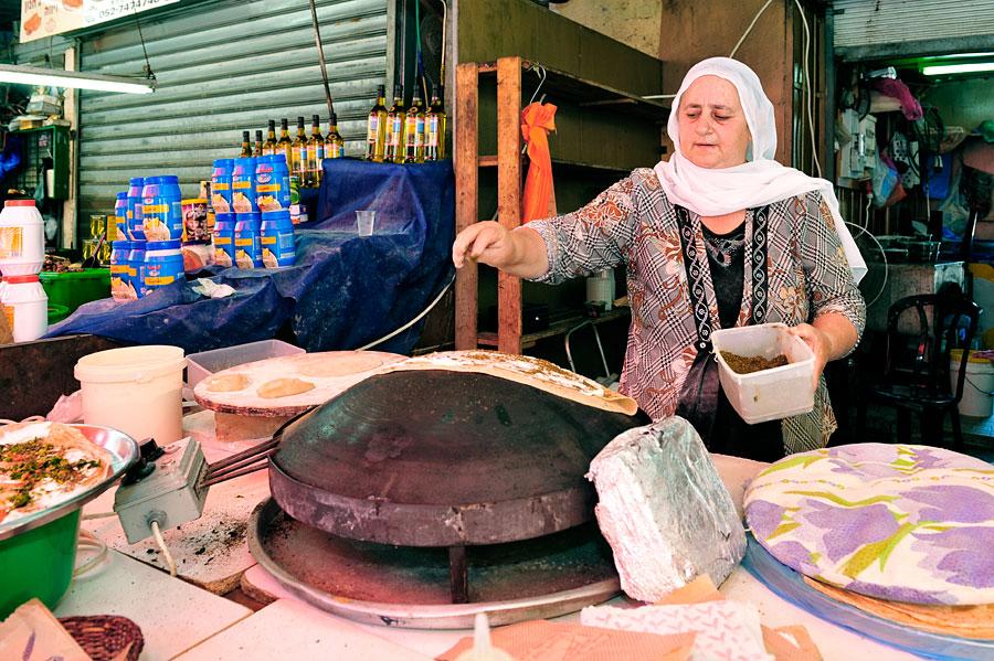 Leckerer Wrap aus der Drusenküche auf dem Carmel Markt. (© Matthias Hinrichsen)